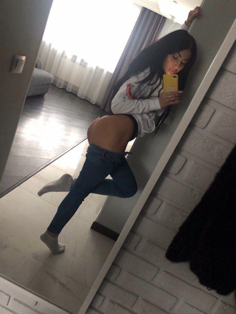 Приспущенные джинсы позволяют насладиться сексом